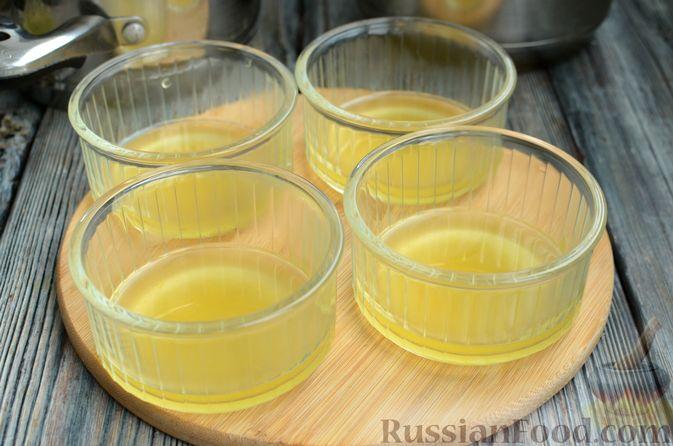 Фото приготовления рецепта: Молочно-апельсиновое желе - шаг №13