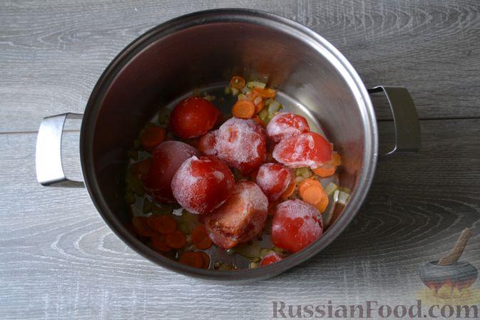 Фото приготовления рецепта: Суп с нутом, макаронами и помидорами - шаг №8