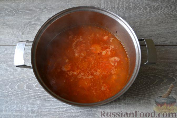 Фото приготовления рецепта: Суп с нутом, макаронами и помидорами - шаг №14