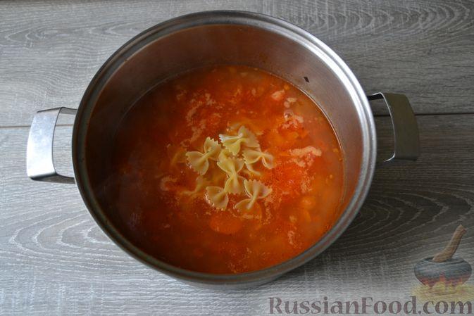 Фото приготовления рецепта: Суп с нутом, макаронами и помидорами - шаг №15