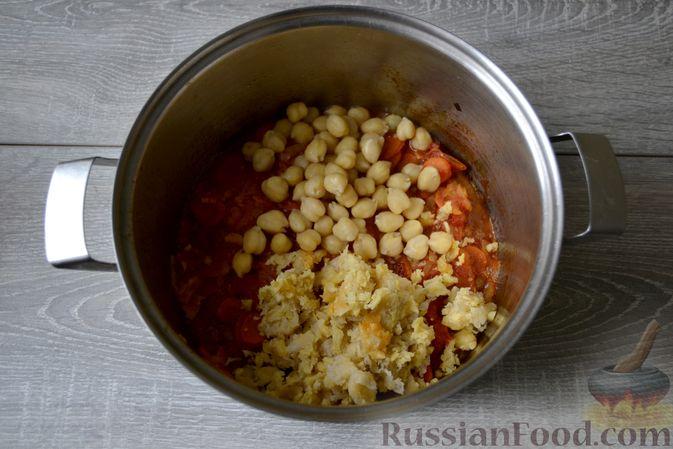 Фото приготовления рецепта: Суп с нутом, макаронами и помидорами - шаг №12