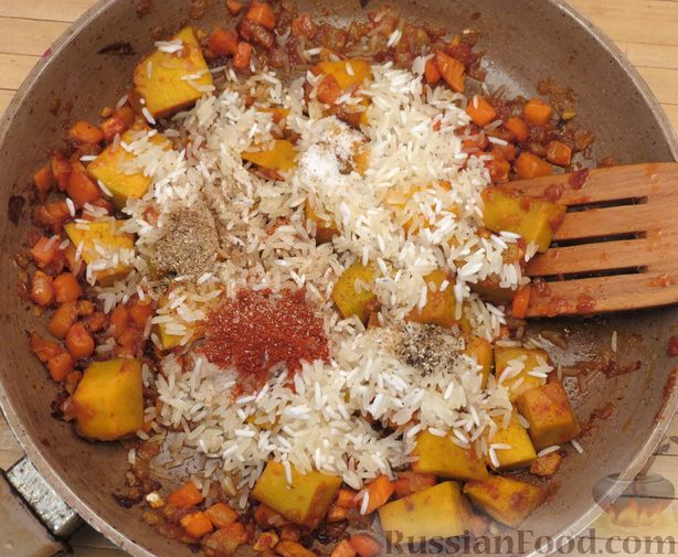 Фото приготовления рецепта: Рис с тыквой (на сковороде) - шаг №11