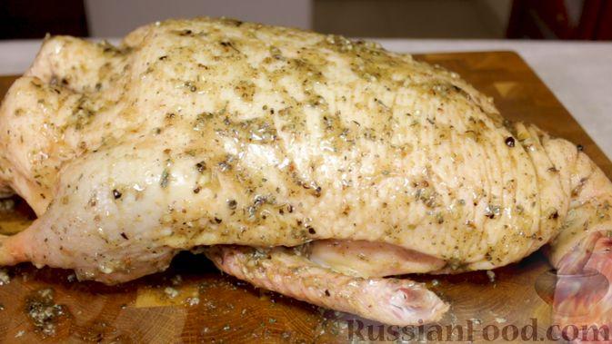 Фото приготовления рецепта: Утка, запечённая с яблоками (в рукаве) - шаг №3