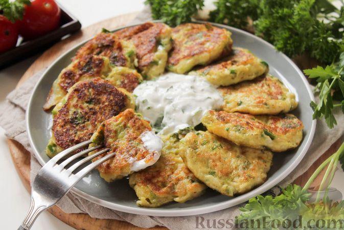 Фото к рецепту: Постные капустные оладьи с манкой