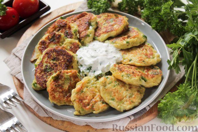 Фото приготовления рецепта: Постные капустные оладьи с манкой - шаг №8