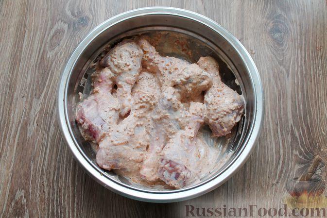 Фото приготовления рецепта: Куриные ножки в сметане и французской горчице, запечённые в духовке - шаг №7
