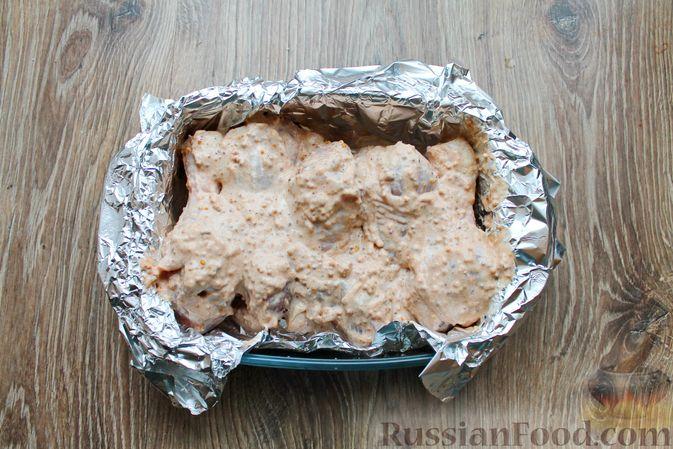 Фото приготовления рецепта: Куриные ножки в сметане и французской горчице, запечённые в духовке - шаг №8