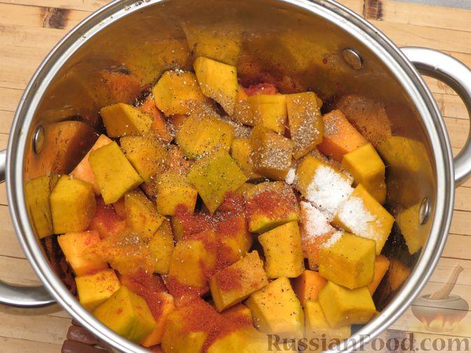 Фото приготовления рецепта: Тыква, тушенная в томатно-соевом соусе - шаг №9