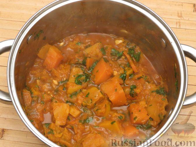 Фото приготовления рецепта: Тыква, тушенная в томатно-соевом соусе - шаг №13