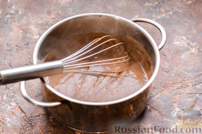 Фото приготовления рецепта: Десерт с печеньем, апельсиновым и шоколадным заварным кремом - шаг №8