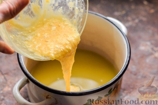 Фото приготовления рецепта: Десерт с печеньем, апельсиновым и шоколадным заварным кремом - шаг №9