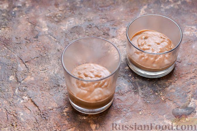 Фото приготовления рецепта: Десерт с печеньем, апельсиновым и шоколадным заварным кремом - шаг №11