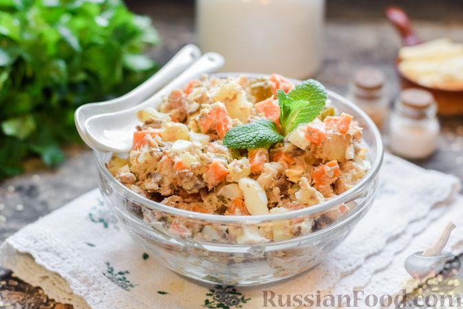 Фото к рецепту: Салат с картофелем, сардинами, морковью и солёными огурцами