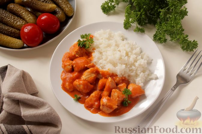 Фото приготовления рецепта: Филе индейки, тушенное в сметанно-томатном соусе - шаг №10