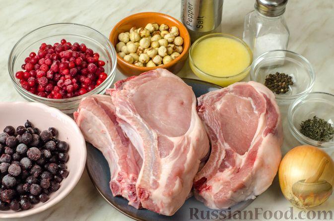Фото приготовления рецепта: Свиная корейка на кости, запечённая в ягодно-медовом маринаде - шаг №1