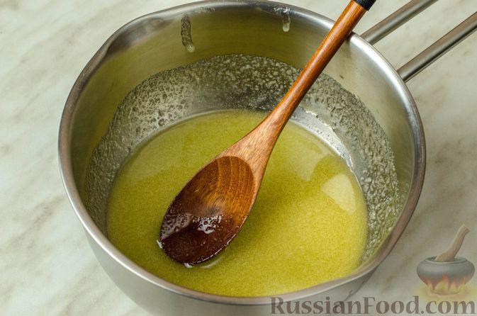 Фото приготовления рецепта: Свиная корейка на кости, запечённая в ягодно-медовом маринаде - шаг №7