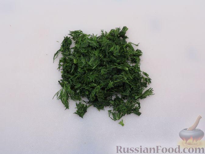 Фото приготовления рецепта: Тефтели из куриного фарша с рисом и грибами, в сливочно-томатном соусе - шаг №3
