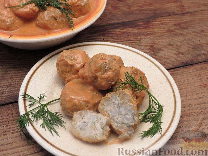 Фото приготовления рецепта: Тефтели из куриного фарша с рисом и грибами, в сливочно-томатном соусе - шаг №10