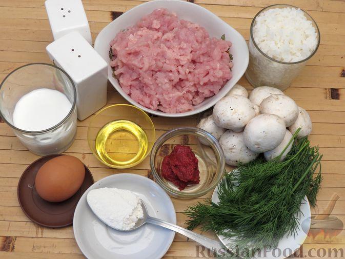 Фото приготовления рецепта: Тефтели из куриного фарша с рисом и грибами, в сливочно-томатном соусе - шаг №1