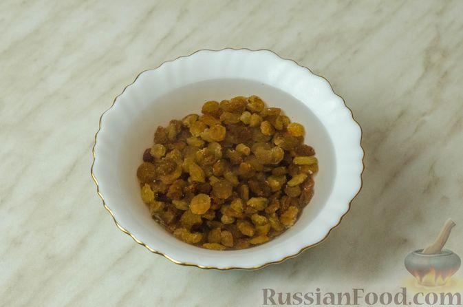 Фото приготовления рецепта: Рогалики из песочного теста на сметане и смальце, с орехами, изюмом и маком - шаг №7