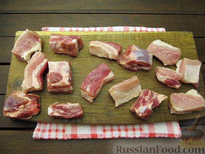 Фото приготовления рецепта: Свиная грудинка, запечённая с перловой крупой - шаг №5