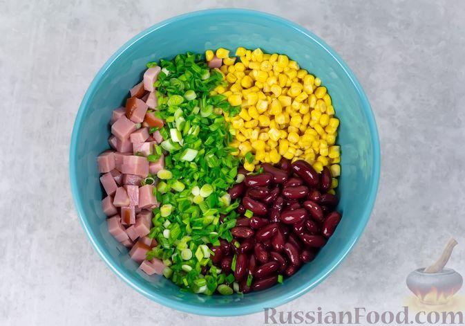 Фото приготовления рецепта: Салат с ветчиной, консервированной фасолью и кукурузой - шаг №3
