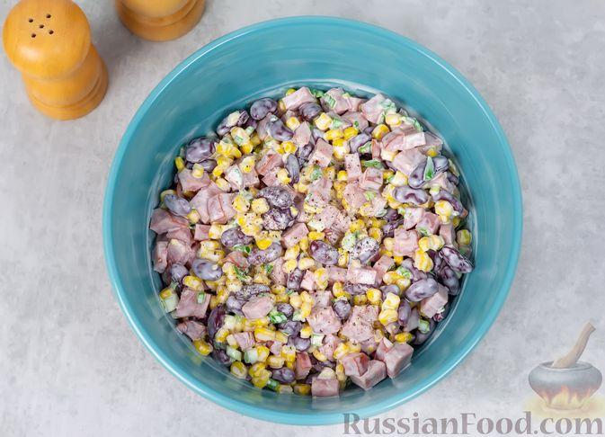 Фото приготовления рецепта: Салат с ветчиной, консервированной фасолью и кукурузой - шаг №5