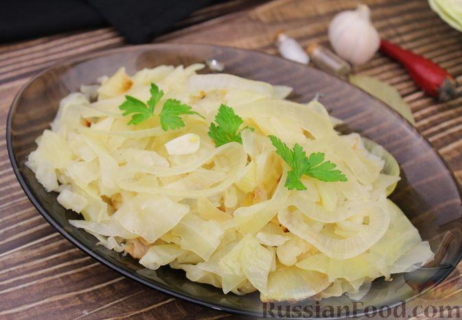 Фото к рецепту: Капуста с луком и чесноком, тушенная в рукаве