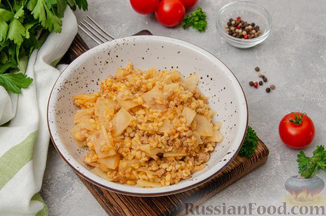Фото к рецепту: Капуста, тушенная с мясным фаршем и булгуром (на сковороде)