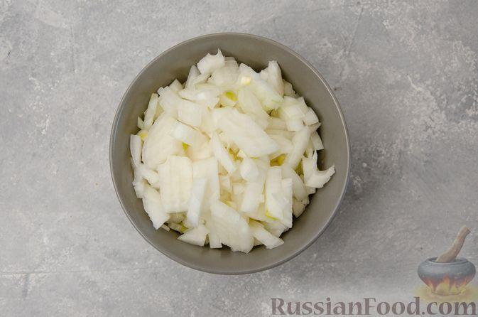 Фото приготовления рецепта: Капуста, тушенная с мясным фаршем и булгуром (на сковороде) - шаг №4