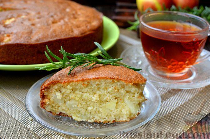 Фото к рецепту: Манник на кефире, с яблоками