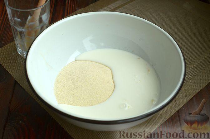 Фото приготовления рецепта: Манник на кефире, с яблоками - шаг №2