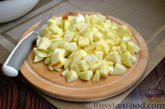 Фото приготовления рецепта: Манник на кефире, с яблоками - шаг №4