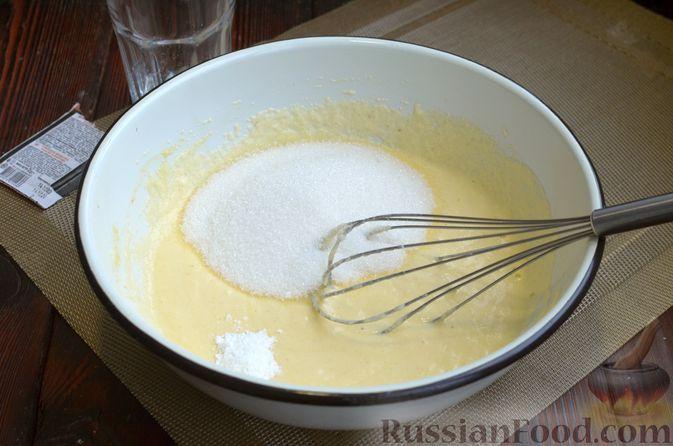 Фото приготовления рецепта: Манник на кефире, с яблоками - шаг №6
