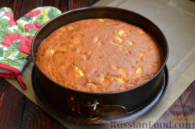Фото приготовления рецепта: Манник на кефире, с яблоками - шаг №11