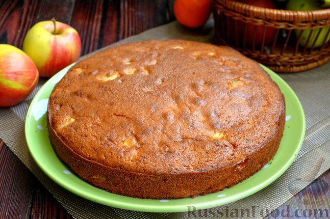 Фото приготовления рецепта: Манник на кефире, с яблоками - шаг №12