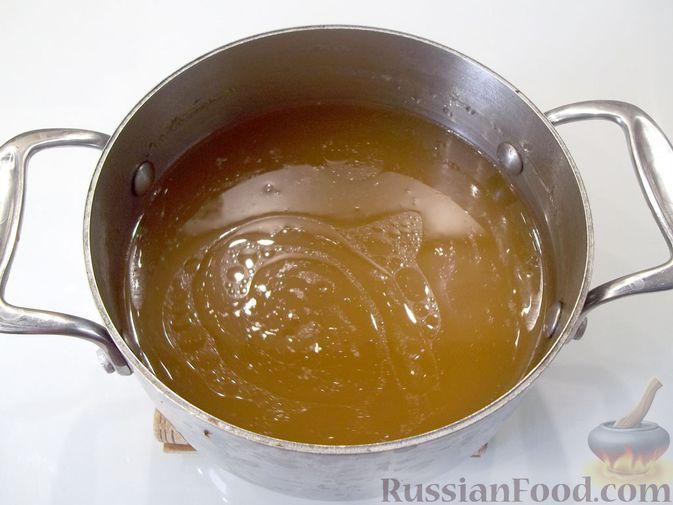 Фото приготовления рецепта: Куриный суп с квасом и вермишелью - шаг №7