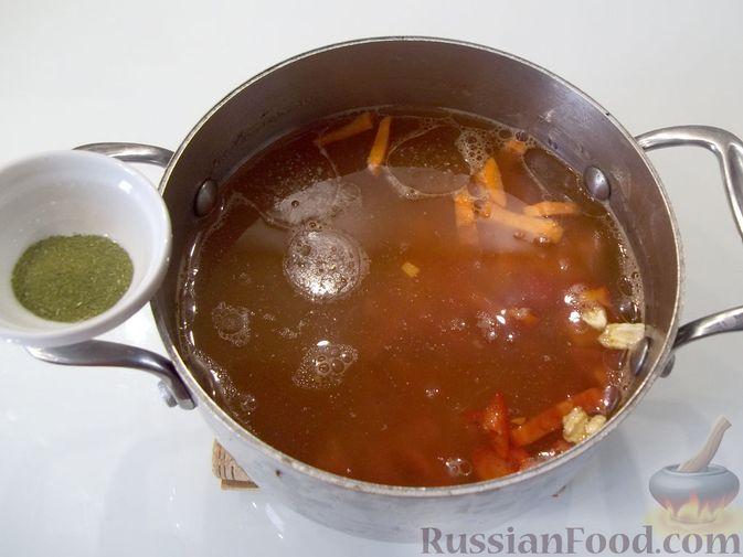 Фото приготовления рецепта: Куриный суп с квасом и вермишелью - шаг №11