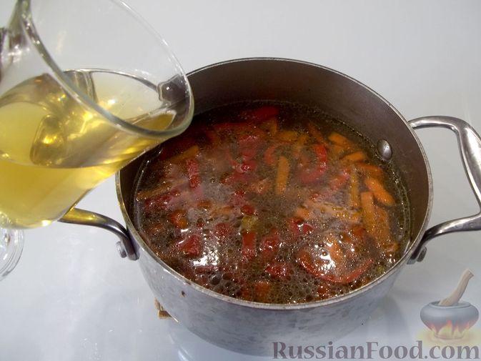 Фото приготовления рецепта: Куриный суп с квасом и вермишелью - шаг №15