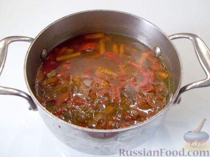 Фото приготовления рецепта: Куриный суп с квасом и вермишелью - шаг №16