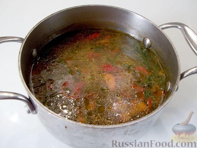 Фото приготовления рецепта: Куриный суп с квасом и вермишелью - шаг №18