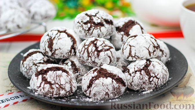 Фото к рецепту: Мраморное шоколадное печенье с трещинками