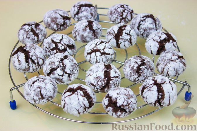 Фото приготовления рецепта: Мраморное шоколадное печенье с трещинками - шаг №6