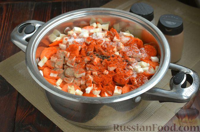 """Фото приготовления рецепта: Густой немецкий суп """"Пихельштайнер"""" из свинины, говядины и курицы - шаг №10"""
