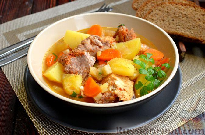 """Фото приготовления рецепта: Густой немецкий суп """"Пихельштайнер"""" из свинины, говядины и курицы - шаг №13"""