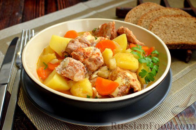 """Фото приготовления рецепта: Густой немецкий суп """"Пихельштайнер"""" из свинины, говядины и курицы - шаг №14"""