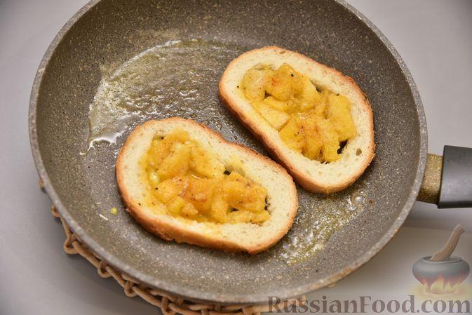 Фото приготовления рецепта: Гренки с яйцом - шаг №7