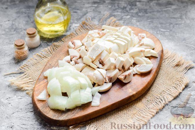 Фото приготовления рецепта: Курица с гречкой, запечённая в сливках - шаг №2