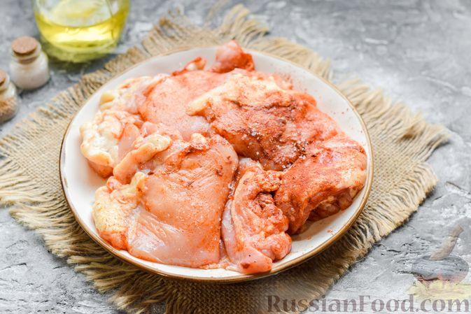 Фото приготовления рецепта: Курица с гречкой, запечённая в сливках - шаг №4