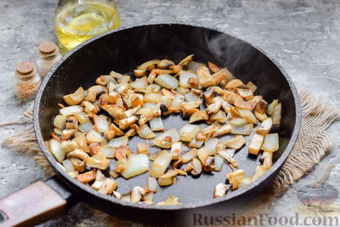 Фото приготовления рецепта: Курица с гречкой, запечённая в сливках - шаг №3
